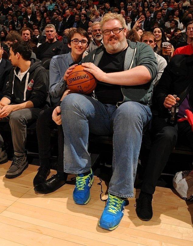 Bran ve Hodor basketbol izlerken