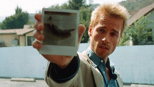 1. Memento - Akıl Defteri (2000) / Yön.: Christopher Nolan
