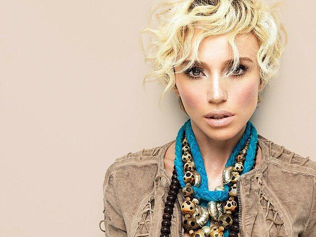 En iyi kadın pop müziği solisti ve yılın şarkısı ödülü: Gülşen