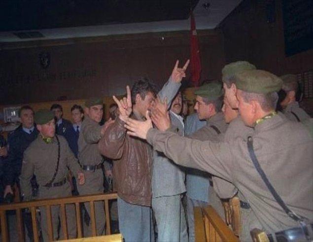 15) 26 Aralık 1994 yılında alınan kararla 22 sanık 15, 3 sanık 10, 54 sanık 3 ve 6 sanık 2′şer yıl ceza aldı. 37′si serbest bırakıldı