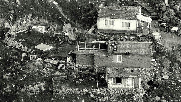 12. ve buda İzmir Karşıyaka'nın orta yerinde kalan bir gecekondu