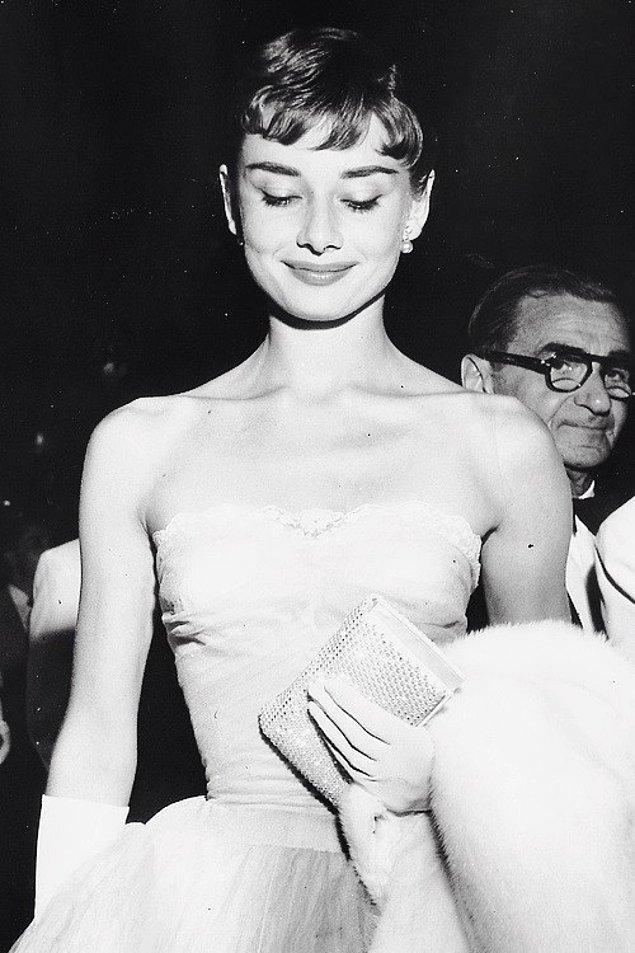 30. 14 Eylül 1953'teki galada Audrey Hepburn