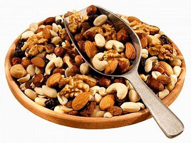 15. Düzenli olarak kuruyemiş tüketmek, istenmeyen kilo alımını yüzde 30 kadar azaltır.