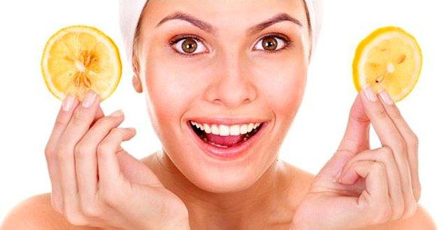 19. Siyah Noktalara: Yoğurdun içine 1 limonun rendelenmiş kabuğunu ve 1 kaşık mısır unu ekleyin. Bu karışımla yüzünüze dairesel masaj yapın.
