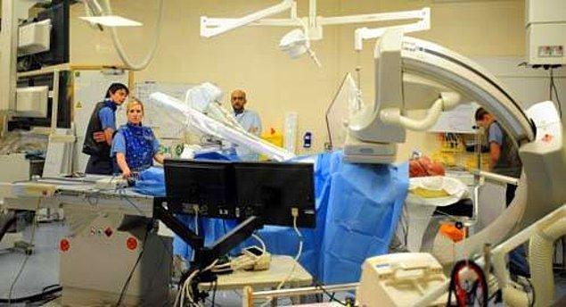 4. Klinik ölüm sonrası insan 5 dakika içinde hayata geri getirilebilir. 5 dakika sonra beyin hücreleri ölmeye başlar, ama yine de bu süreyi 5 dakika daha uzatmak mümkündür.