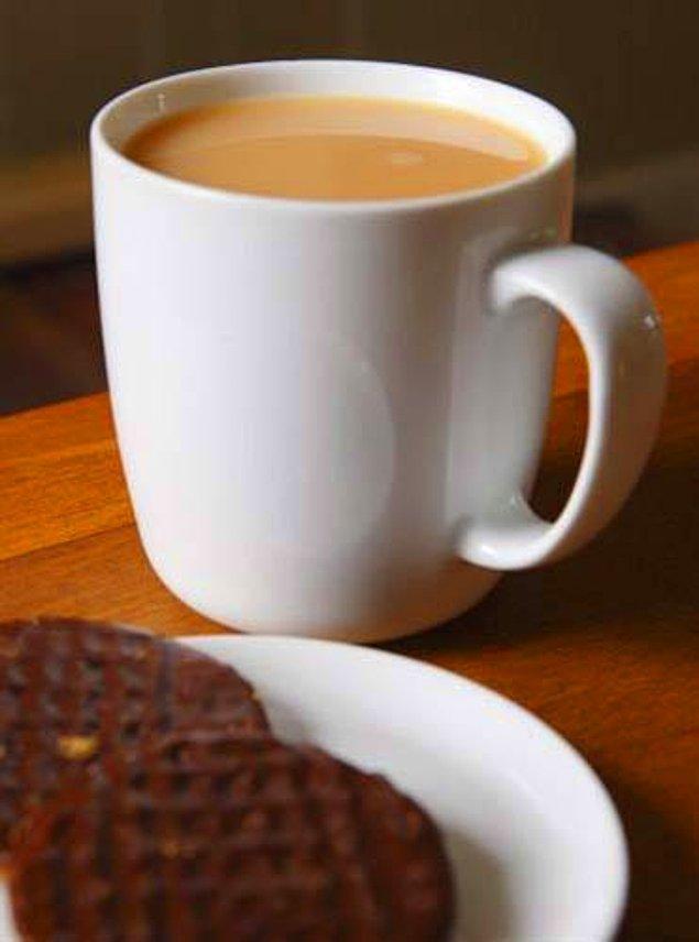 8. Kahve sarhoş bir insanın ayılmasına yardımcı olmaz. Hatta çoğu zaman alkolün etkisinin artmasına yol açar.