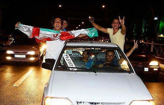 17. İranlıların Arjantin'e tek farkla yenilmelerini sokağa dökülerek kutlamaları az garip değildi.