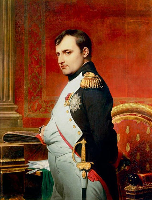 """18. """"Güzel bir kadın göze, iyi bir kadın da kalbe hoş görünür, birincisi pırlanta, ikincisi hazinedir."""" - Napoleon Bonaparte"""