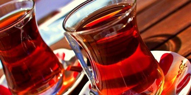 48. Çayı karıştırırken girdap yaratmaya çalışmak.
