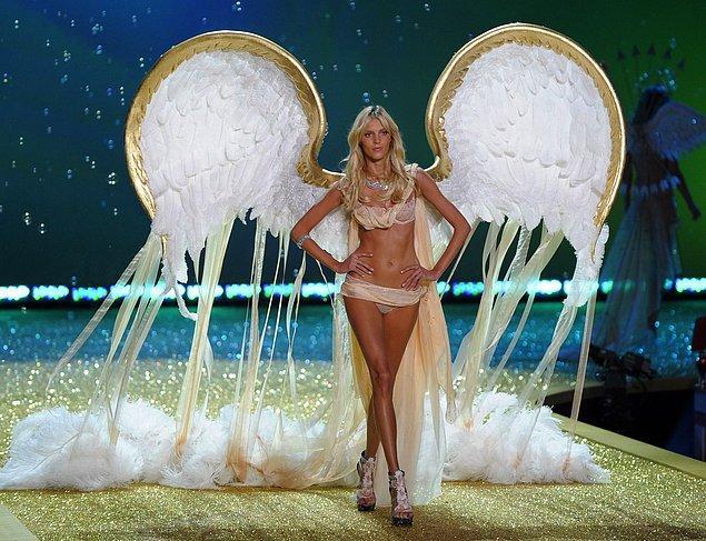 7. Eski Victoria's Secret Fashion Show'ları izlemek keyfini yerine getirir.