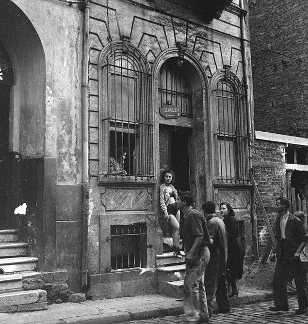 Aslında bu evlerin tarihi oldukça eski: Evler, 2. Abdülhamit döneminde Beyoğlu'nda yaşayan Avrupalılar için açılmıştı ilk olarak.
