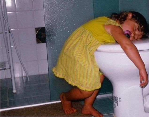 11. Sık sık tuvalette uyuyakalırlar
