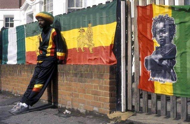 10. Her sokakta böyle renkli kişilikler görebilir , Rastafarianizm ile tanışabilirsiniz !