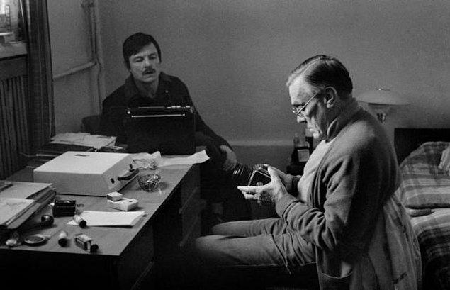 2. Tarkovsky ünlü şair ve çevirmen Arseniy Tarkovsky'nin oğludur.