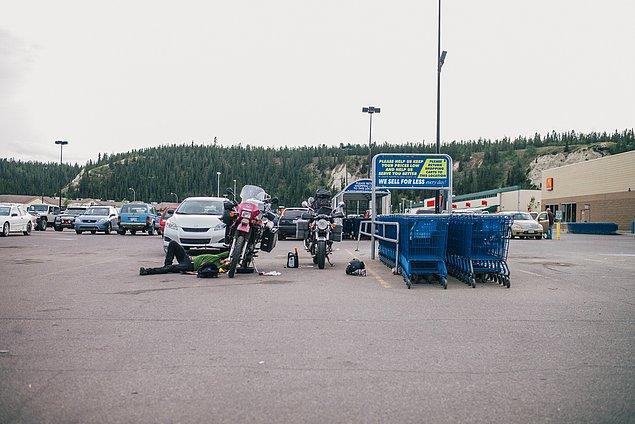 31. ''Yukon Walmart park yerinde bakım yapmamız gerekti. Yağ değişimi, mekanik ayarlamalar yaptık. Motorlar iyiydi.''
