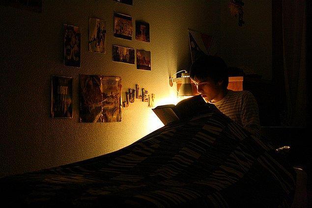 4. Ortalama zekaya sahip insanlar toplumun öngördüğü uyku düzenini takip ederken, zekası ortalamanın üzerinde olanlar kendi uyku düzenlerini yaratıyorlar.