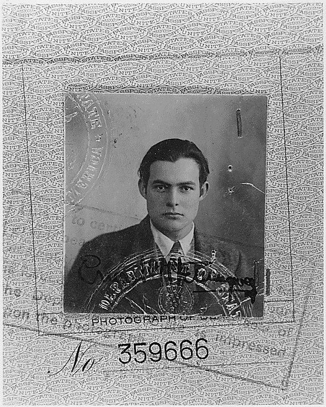 6. Ünlü yazar Ernest Hemingway'in pasaport fotoğrafı.