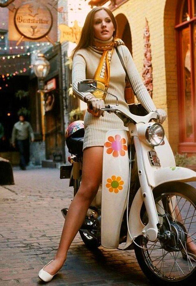 38. Scooter ile gezen bir kadın, 1969.