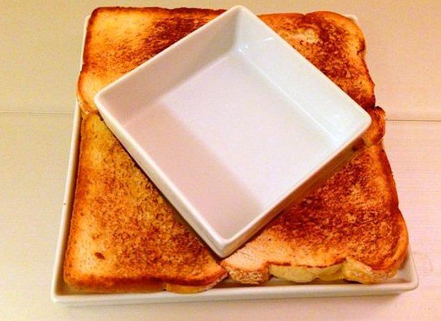 3. İçini de muntazamca peynir domatesle doldur, yeme de yanına uzanıp izle