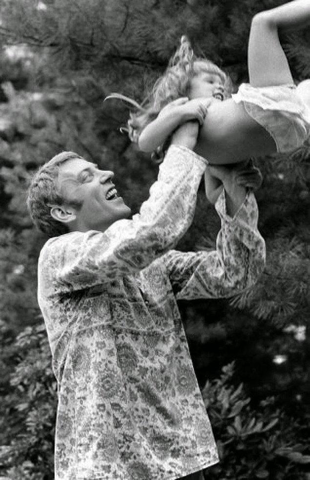 4- Aktör Donald Sutherland ve kızı Rachel, 1970.