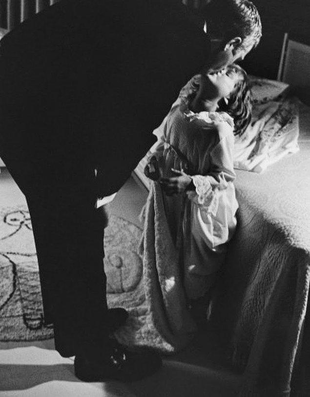 19- Ünlü aktör Steve McQueen ve kızı Terry, 1963.