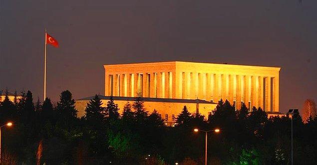 1941: Anıtkabir için mimari yarışma açıldığı resmen ilan edildi.