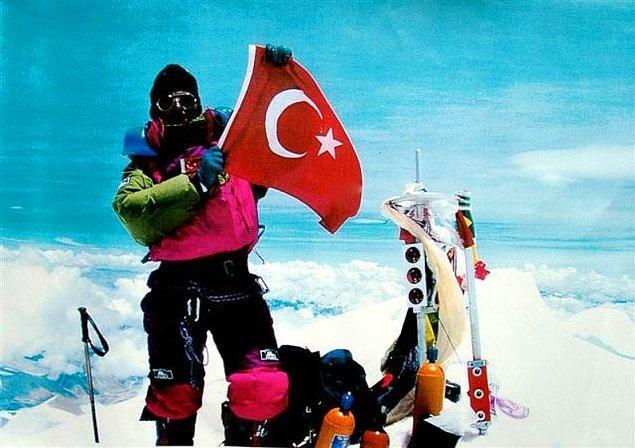 1995 - Nasuh Mahruki, Everest'in zirvesine çıkan ilk Türk oldu.