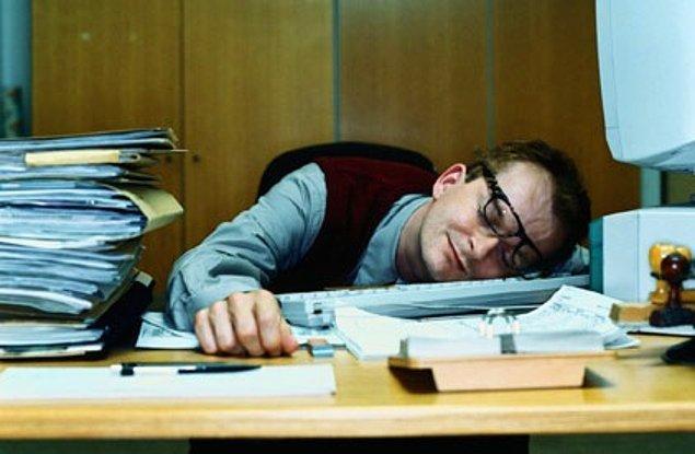 6. Her gün ofise gelen ama aslında hiçbir iş yapmayan tip.