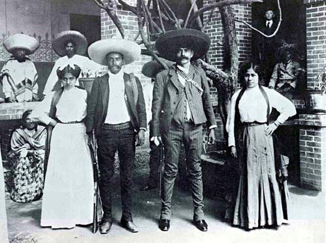 """13. """"Dizlerinin üzerinde yaşamaktansa ayakta ölmek yeğdir"""" sözüyle tarihe geçen Meksika'nın ulusal kahramanı."""