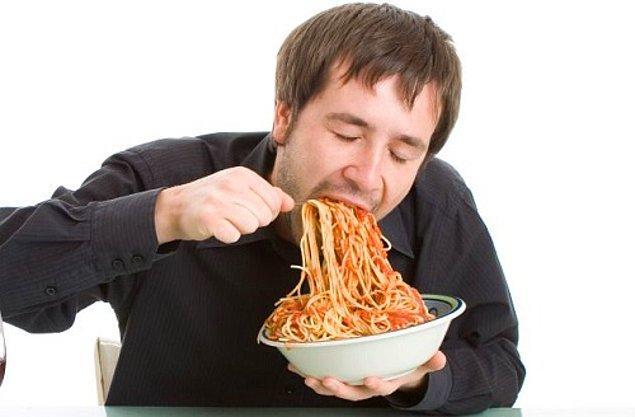7. Yemeği kimse önünden almıyor,çiğnemeden yutmanın alemi yok. Kıtlıktan mı çıktın?