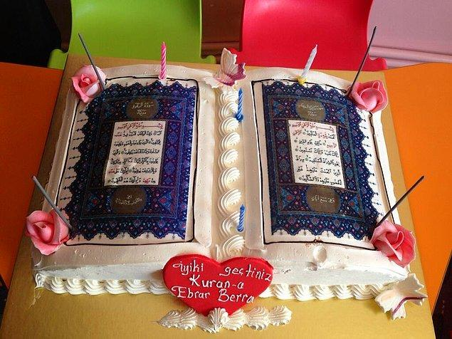 8. Kur'an-ı Kerim'in ilk iki sayfası şekilli pasta