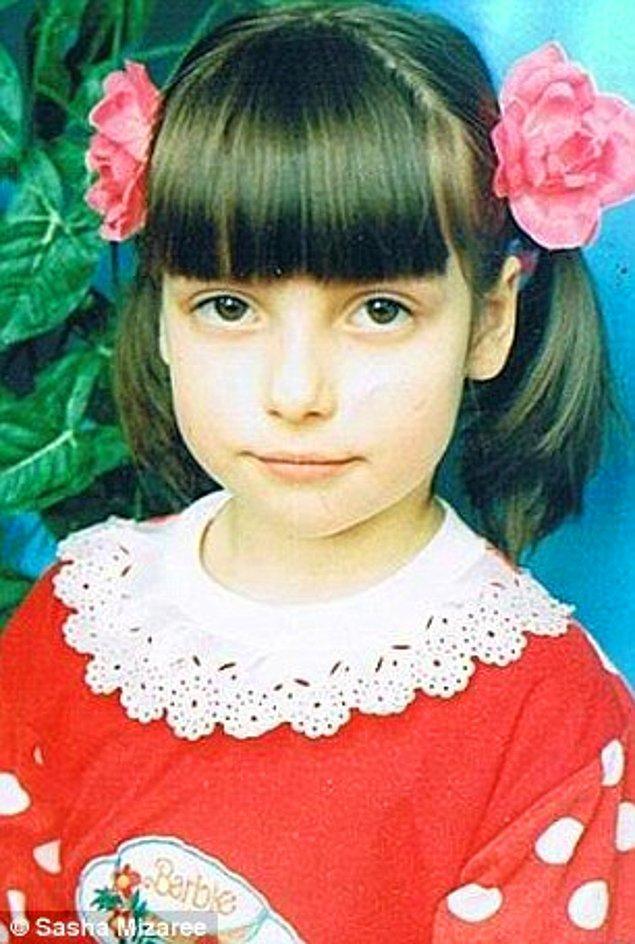 Aslen Kanadalı olan Alissa Afonina gelecekte film yapımcısı veya aktris olmayı isteyen, son derece parlak bir öğrenciydi.