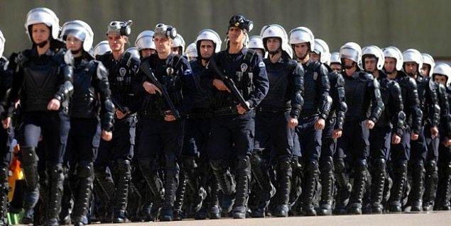 Taksim'e 10 bin polis