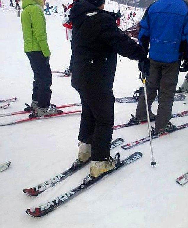 5. İlk kez kayak yapıyor olmalı. Ters takmışsın diye uyaranı da yok yazık