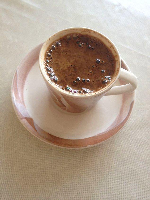 2. Türk kahvesi köpüğü sayesinde daha uzun süre sıcak kalır.