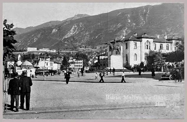 6. Atatürk Caddesi - Heykel