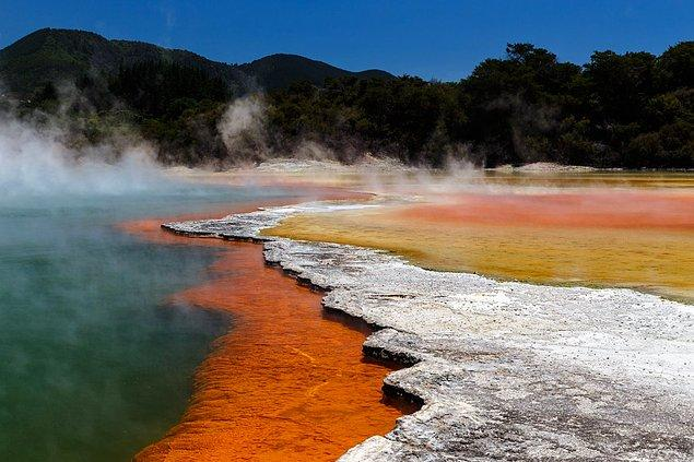 Wai-O-Tapu, New Zealand's most colorful natural volcanic park looks unearthly beautiful.