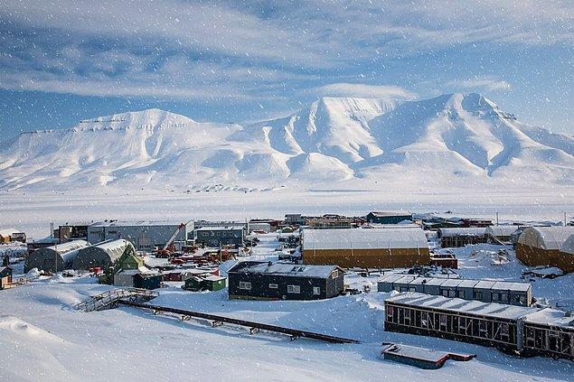 """Svalbard Islands situated in between Norway and the North Pole. It looks like straight out of the movie """"Frozen""""."""