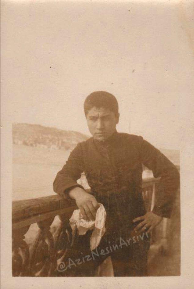 1. Aziz Nesin'in Kuleli Askeri Lisesi günlerinden bir fotograf. (1932)