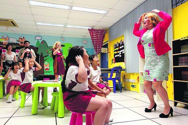 6. Öğretmenlere ülkenin her köşesine medeniyet taşıyan kişi gözüyle bakılıyor.