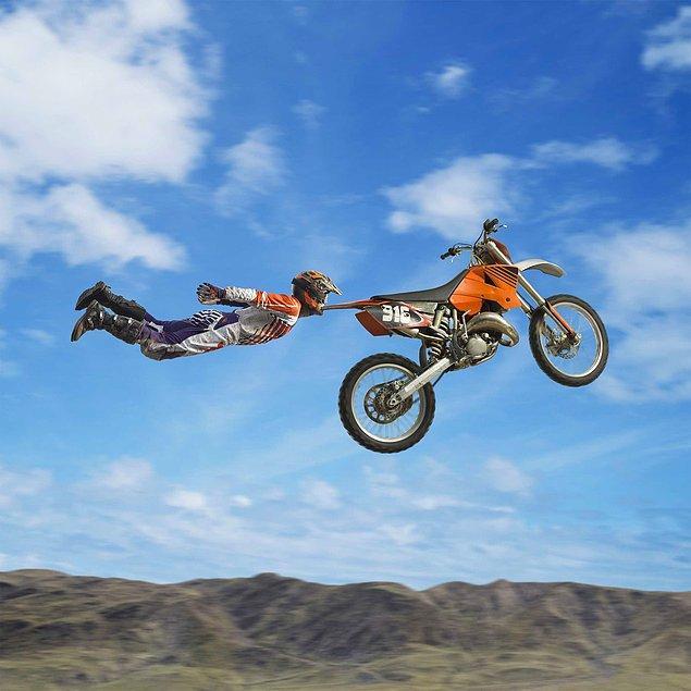 21. Dişiyle motosiklet çeken adam da mı var ya?