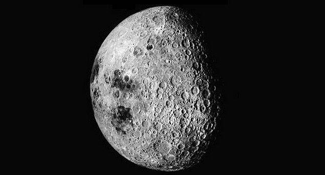 1. Ay'ın karanlık yüzü aslında karanlık değildir.