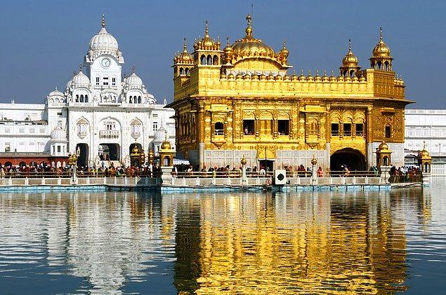10. Harmandir Sahib(Altın Tapınak); Amritsar, Punjab, Hindistan