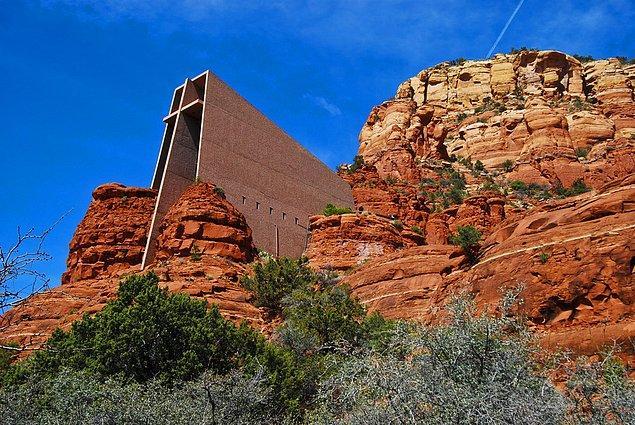 8. Holy Cross Şapeli; Sedona, Arizona