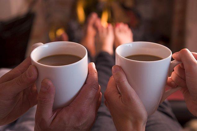 6. Seks dışında duygusal temas, beraber kahve içip sohbet etmek gibi aktiviteler, ilişkiyi sadece seks için buluşmaktan öteye taşıyor.