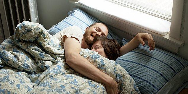 11. İki insanın da ihtiyaç duyduğu sevgi, böylelikle seksin dışına taşınıyor ve sarılmak, öpüşmek daha anlamlı şeyler halini alıyor.