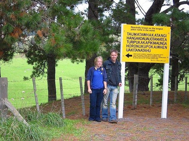 Gunnar ve kız kardeşi Yeni Zelanda'da, dünyanın ikinci en uzun isimli yerinde.