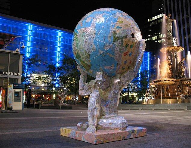 """13. """"Toplu bilgi vermek için bir araya getirilmiş coğrafya haritaları derlemesi"""" anlamında kullandığımız """"Atlas"""" kelimesi, mitolojideki Atlas karakterinden gelir."""