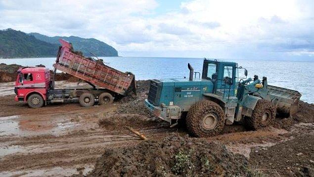Kaçak Çöp Dağı Yine Yol Kenarına Döküldü