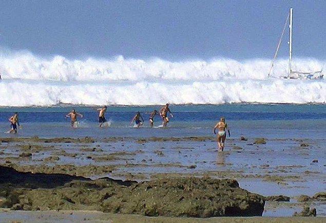 Tsunami kıyılara yol almaya başladı